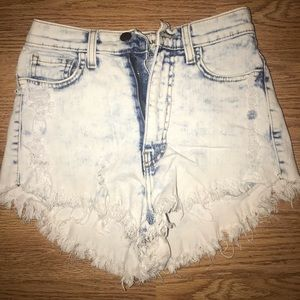 High Waisted Shorts - Worn Look